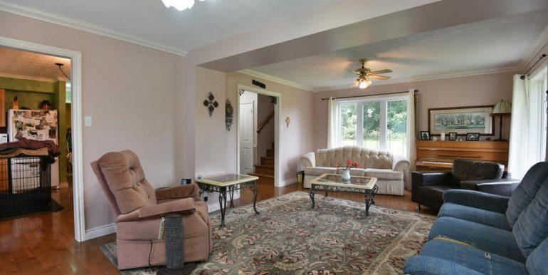 12-2507-9 Living Room 3