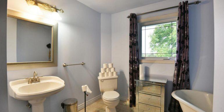 15-2507-21 Maind Bathroom