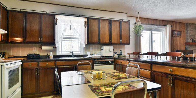16-8678-5 Kitchen 2