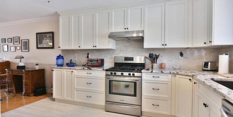 07-125-2 Kitchen 1