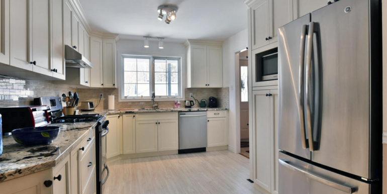 08-125-6 Kitchen 3