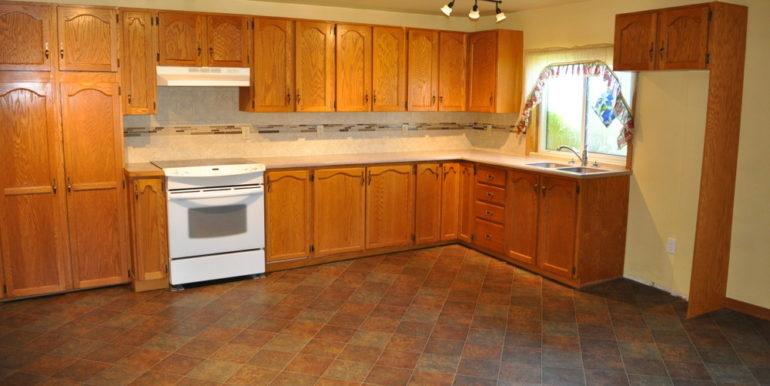 06-4351-2 Kitchen 1
