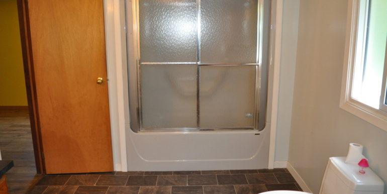 16-4351-13 Main Bathroom 1