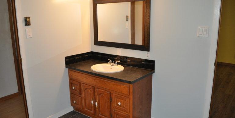 17-4351-14 Main Bathroom 2