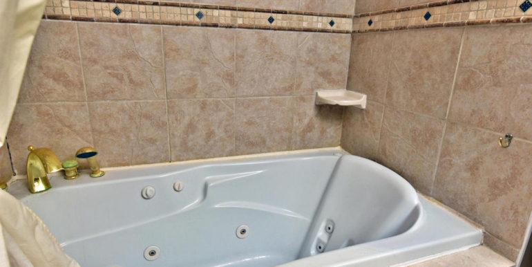 17-6-18 Main Bathroom 3