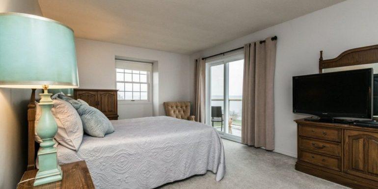 20-1104-18 Master Bedroom 1