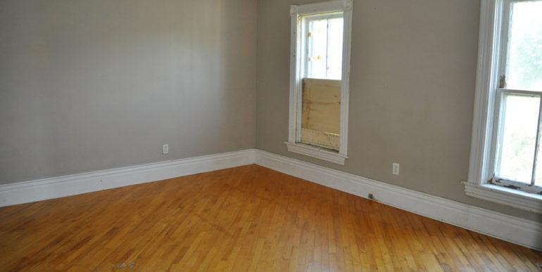 13-167-10 Bedroom 1-1