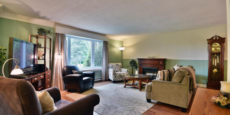 13-2928-4 Living Room 1