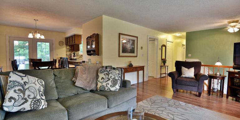 15-2928-10 Living Room 3