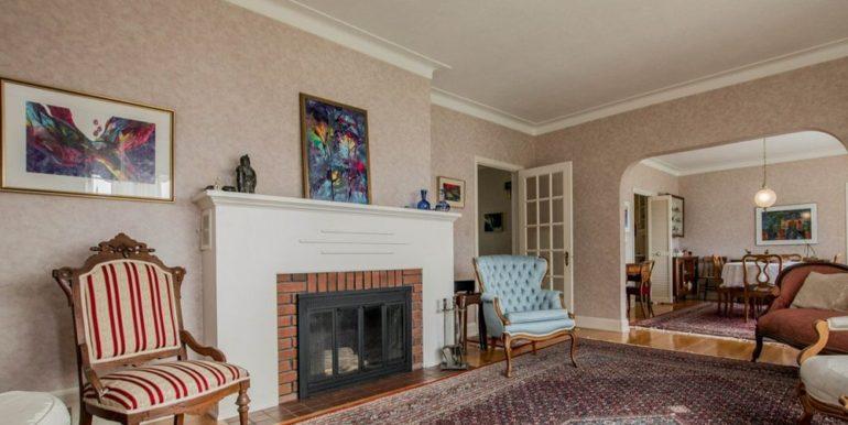 03-331-10 Living Room 2