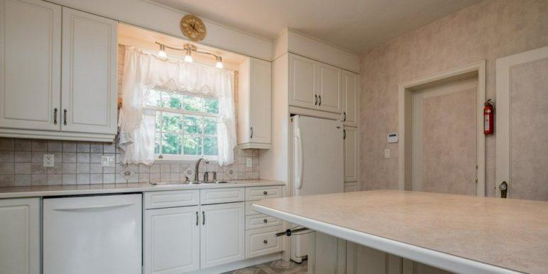 10-331-5 Kitchen 1