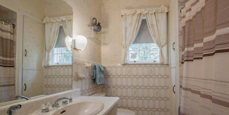 14-331-17 Main Bathroom
