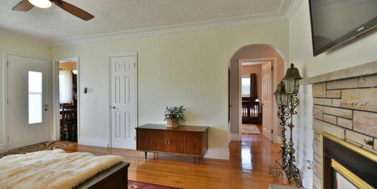 10-835-9 Living Room 3