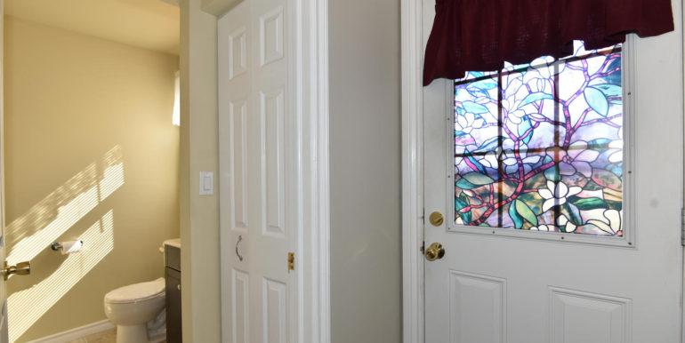 27 1 Aldershot Ave Brockville-large-010-002-Foyer-1500x1000-72dpi