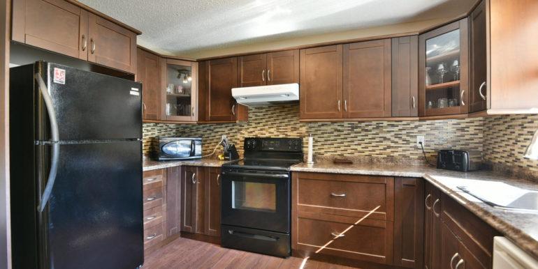 27 1 Aldershot Ave Brockville-large-015-011-Kitchen-1500x1000-72dpi