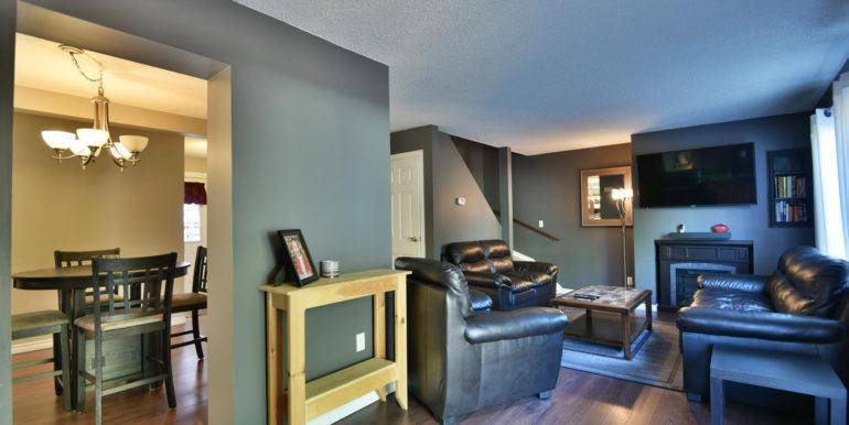 27 1 Aldershot Ave Brockville-large-018-015-Living Room-1500x1000-72dpi