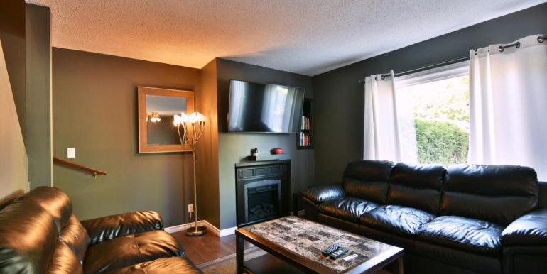 27 1 Aldershot Ave Brockville-large-019-016-Living Room-1500x1000-72dpi