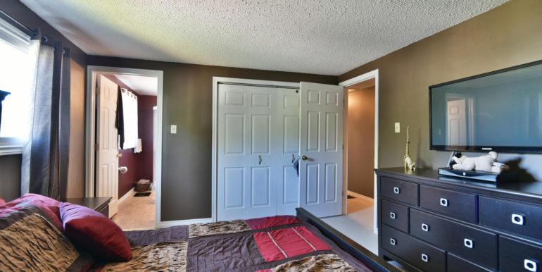 27 1 Aldershot Ave Brockville-large-028-029-Bedroom-1500x1000-72dpi