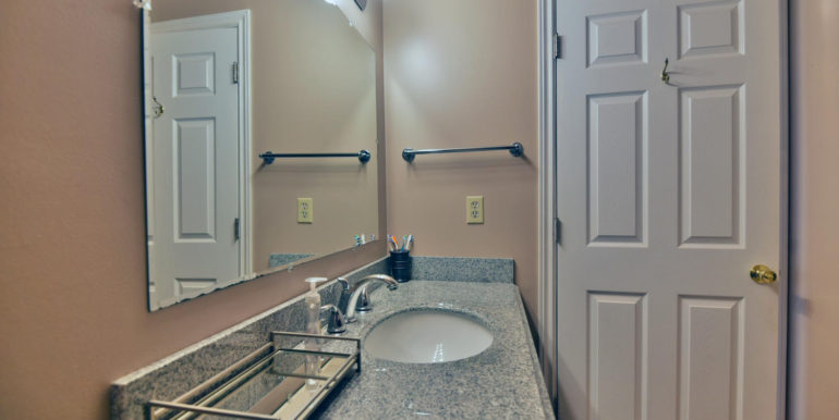 27 1 Aldershot Ave Brockville-large-030-032-Bathroom-1500x1000-72dpi