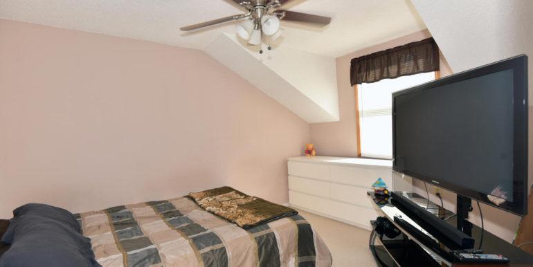 27 1 Aldershot Ave Brockville-large-033-017-Bedroom-1500x1000-72dpi