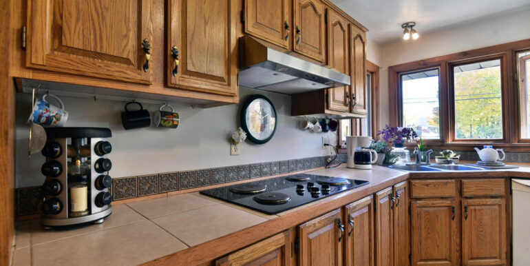 06-3530-06 Kitchen 3