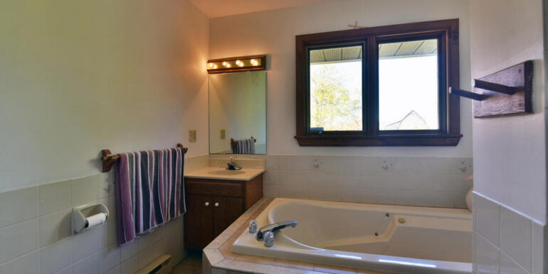 10-3530-12 Master Bedroom Ensuite