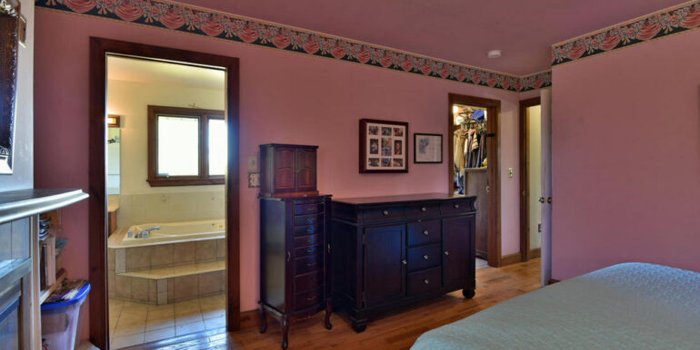 11-3530-11 Master Bedroom 2