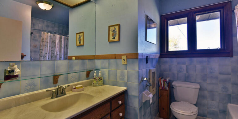 12-3530-14 Main Bathroom