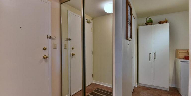 05-274-9 Foyer