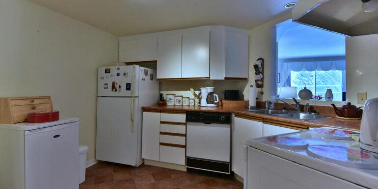 06-274-2 Kitchen 1