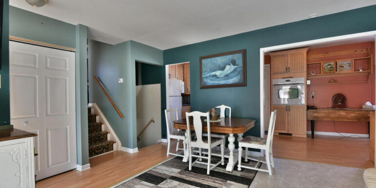 06-648-10 Living Room 3