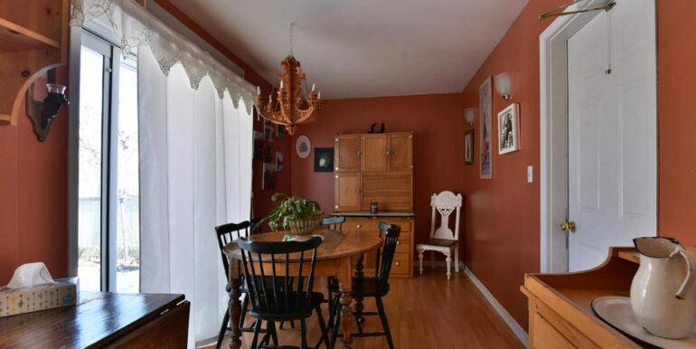 07-648-3 Dining Area