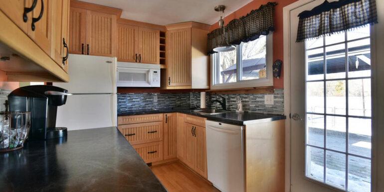 10-648-6 Kitchen 3