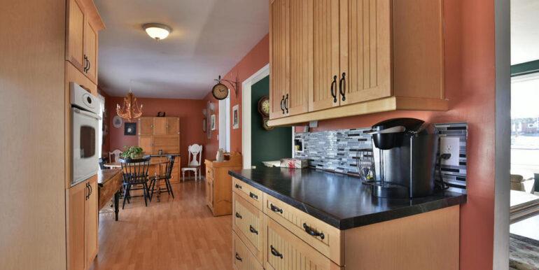 11-648-7 Kitchen 4