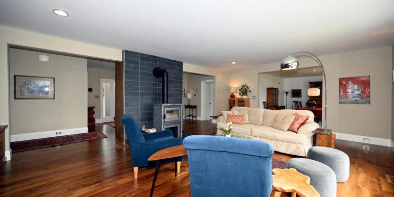 06-1931-11 Living Room3