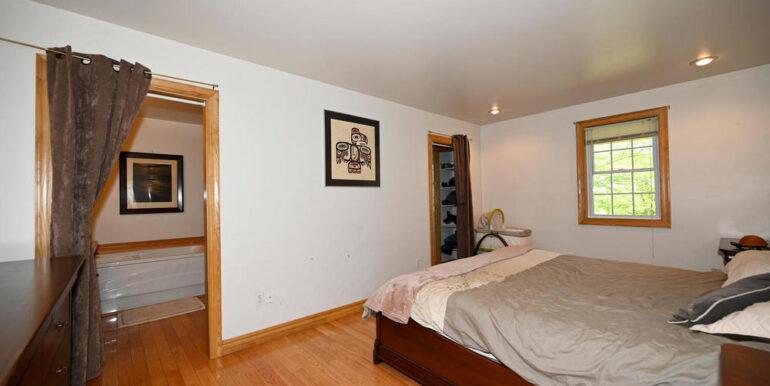 06-5215-12 Main Bedroom