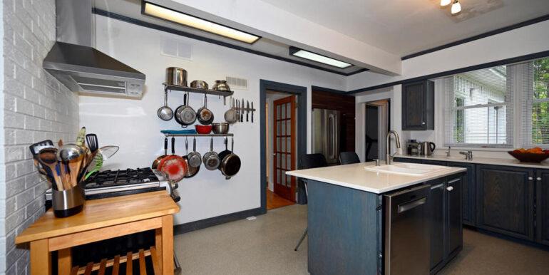 09-1931-6 Kitchen 2
