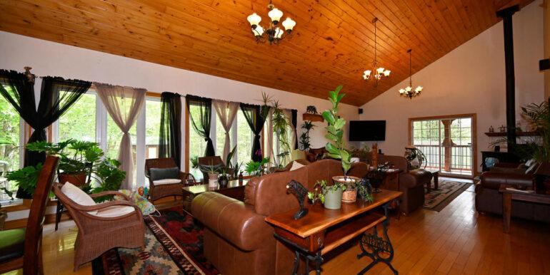 13-5215-4 Living Room 1