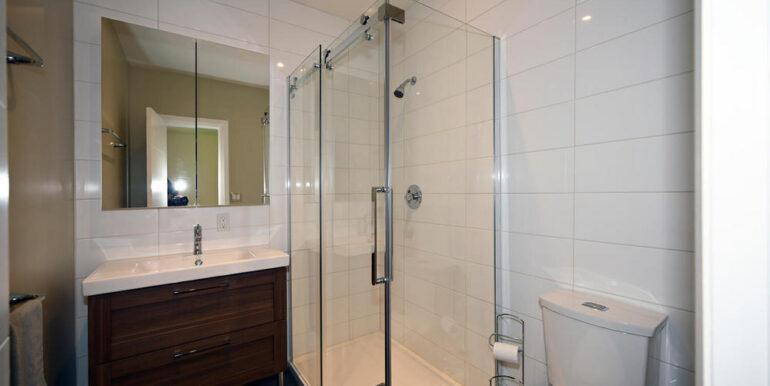 17-1931-20 Bathroom 2