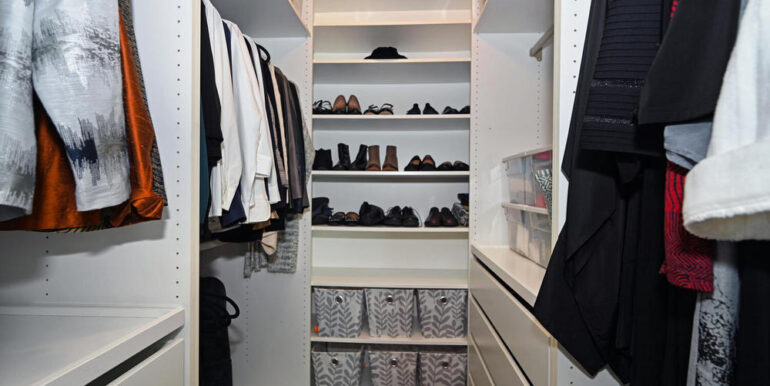 20-15-16 Walk-in Closet